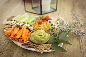 Crudités con hummus y guacamole - Armiñan Catering