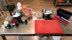 Cursos de cocina en La Ñ de Armiñan, todo preparado para hacer brownie